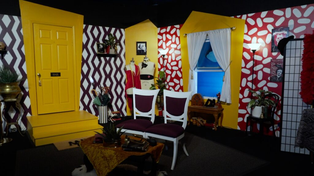 photo of a theatre set